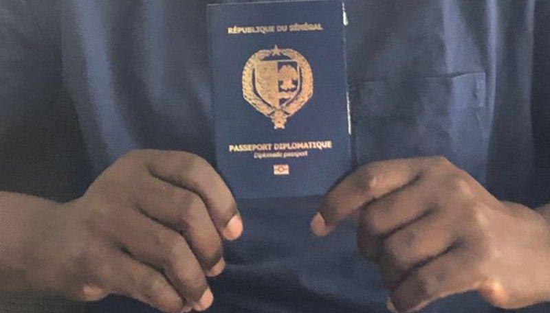 Mr le Président, de grâce supprimez le passeport des épouses et époux des députés car la honte est grande!