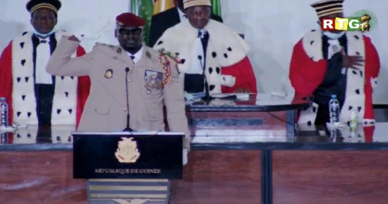 GUINÉE : Le Colonel Mamady Doumbouta a prêté serment et officiellement investi président de la transition.