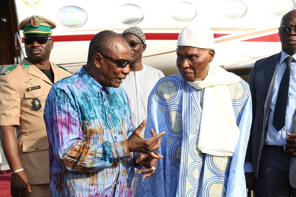 Coup d'état en Guinée : le Président Wade invite Alpha Condé à rejoindre son domicile de la corniche « pour un moment de réflexion »