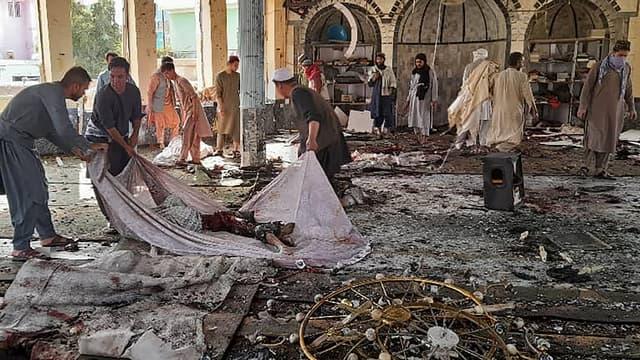 Afghanistan : plus de 100 morts dans un attentat suicide ciblant une mosquée chiite.