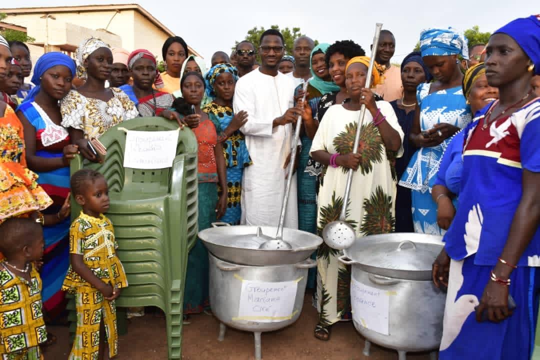 KÉDOUGOU : Le Président du FCP Ousmane Sylla au chevet des groupements de femmes et des jeunes.