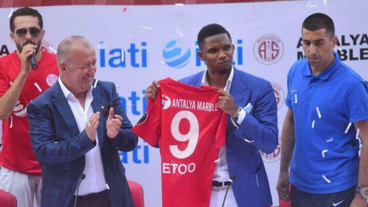 Samuel Eto'o présenté aux supporters du club turc d'Antalyaspor