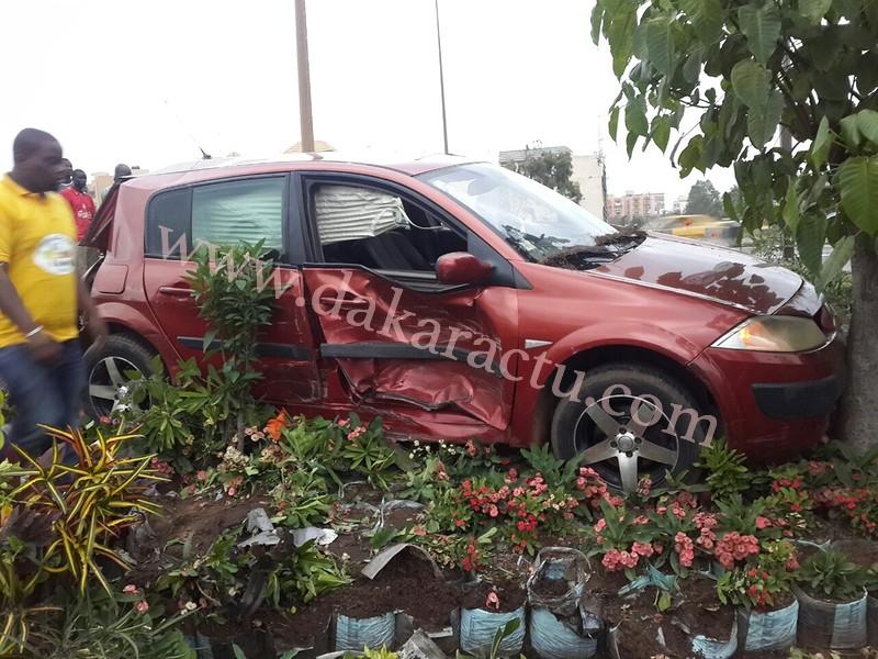 INSOLITE : Un handicapé qui tentait de traverser l'autoroute provoque un accident