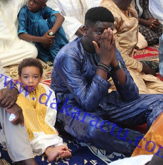 Aïd El Fitr : Nelson Mandela Ndour, le fils de Youssou Ndour, en compagnie de son aîné Ségui, à la mosquée Mazalikoul Jinnan