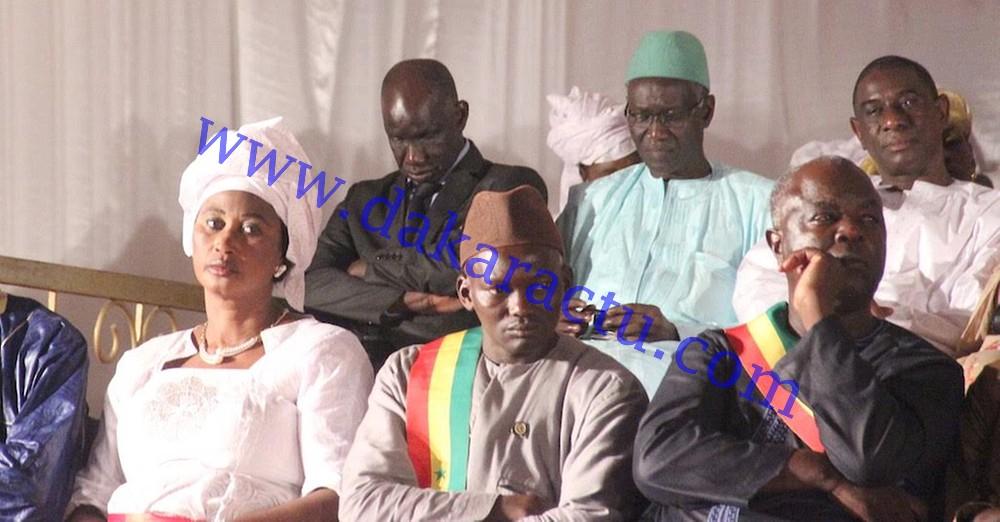 INSOLITE-FATICK : Encore une nouvelle fois, le ministre Mbagnick Ndiaye et Moustapha Cissé Lo se tapent une petite sieste en pleine cérémonie (IMAGES)