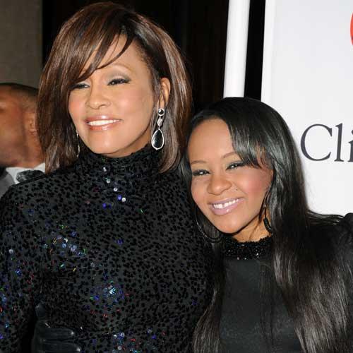 Whitney Houston et Bobbi Kristina : Leur mort semblant liée, la thèse d'un double meurtre évoquée