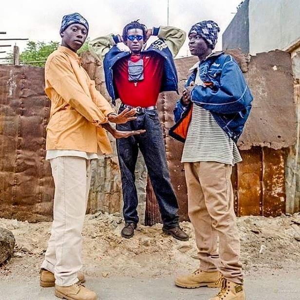 SOUVENIR : Fada Freddy, Ndongo J et Lors Aladjiman (Daara J) posant pour la couverture du journal Libération de Paris