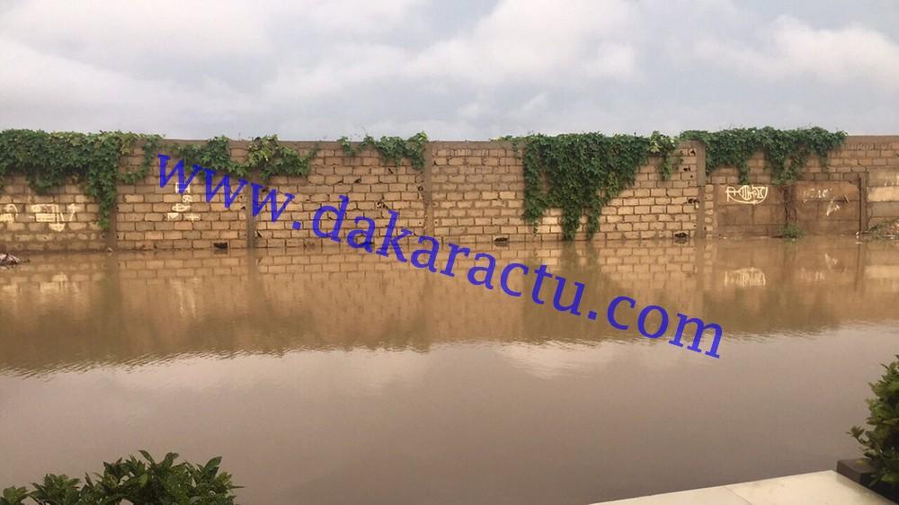 Pluies diluviennes sur Dakar : Le mur du Cimetière Saint-Lazarre emporté par les eaux (IMAGES)