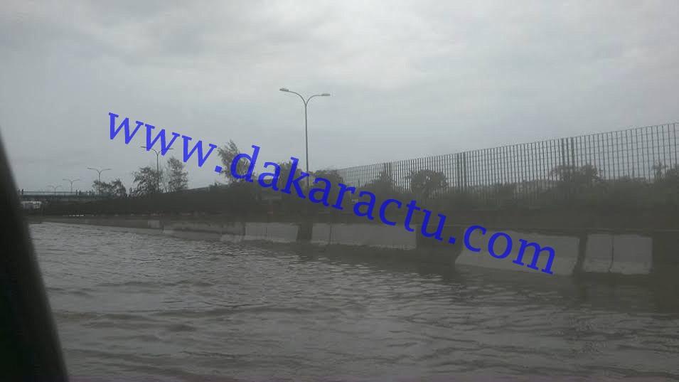 Pluies diluviennes : l'autoroute à péage complètement sous les eaux