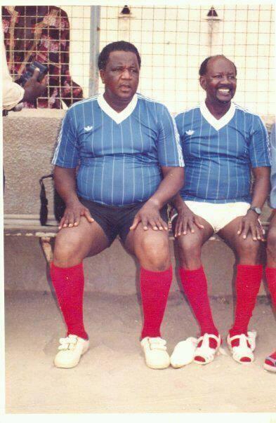 Insolite/Souvenir : Baye Peulh et feu Makhourédia Guèye en tenue de footballeur