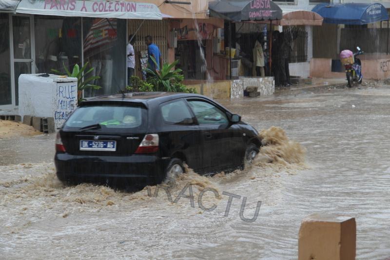 OUEST-FOIRE : Le quartier déjà envahi par les pluies de ce matin