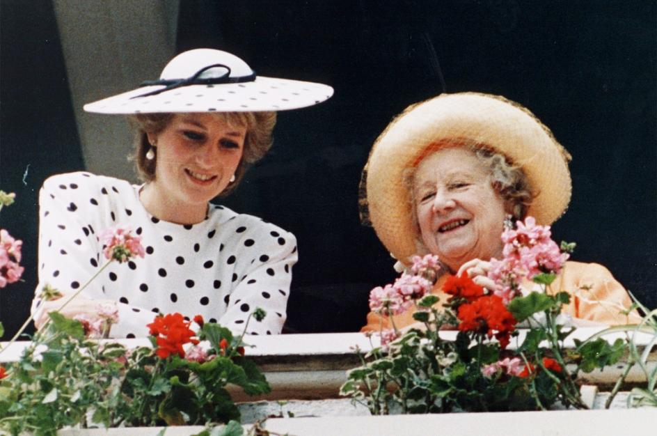 Lady Diana : Les surprenants premiers mots de la reine Elizabeth à l'annonce de son accident
