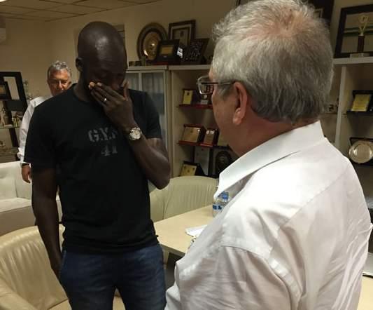 Moussa Sow, la larme à l'oeil, a fait ses adieux à Fenerbahçe