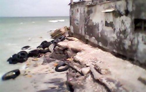 YARAKH : Des maisons et usines dévastées par les débordements de la mer