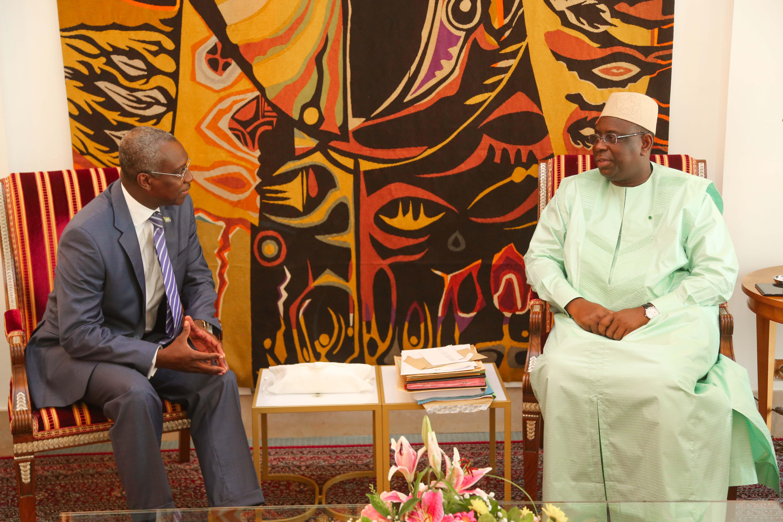 Le Chef de l'État, SEM Macky Sall recevant Monsieur Guy Blaise NAMBO WEZET, Ambassadeur du Gabon au Sénégal en fin de mission, venu faire ses adieux.