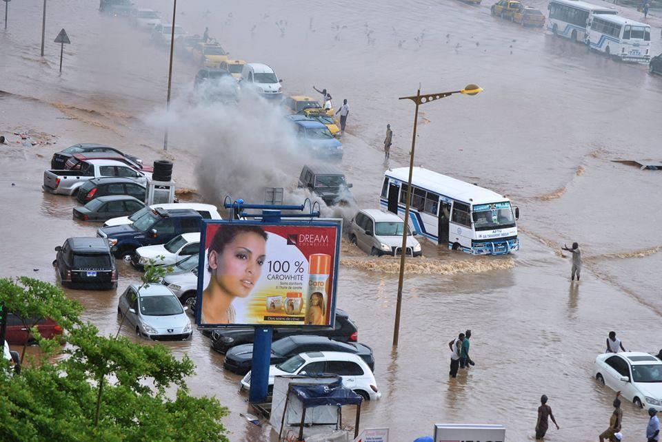 Gros embouteillage sur la voie de dégagement nord (VDN) du fait des eaux de pluie (IMAGES)