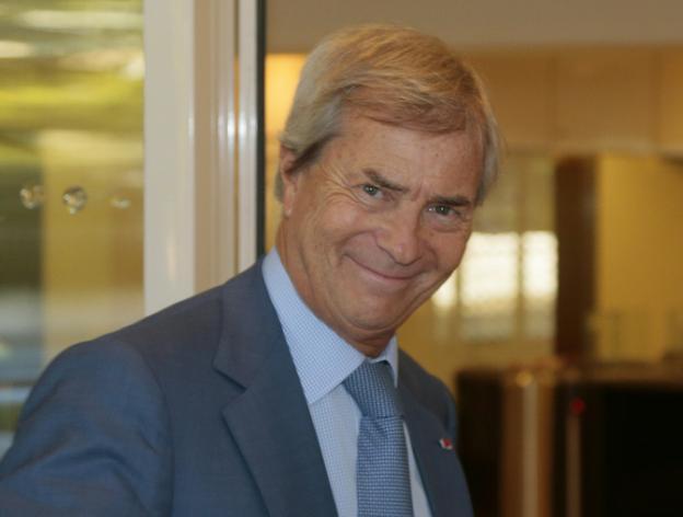 """RSF et un collectif de journalistes demandent au CSA une enquête sur Bolloré pour """"censure"""""""