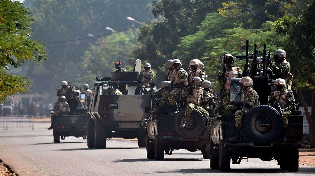 Au Burkina Faso, trois gendarmes ont été tués lors d'une attaque à la frontière malienne, selon le ministère de la Défense