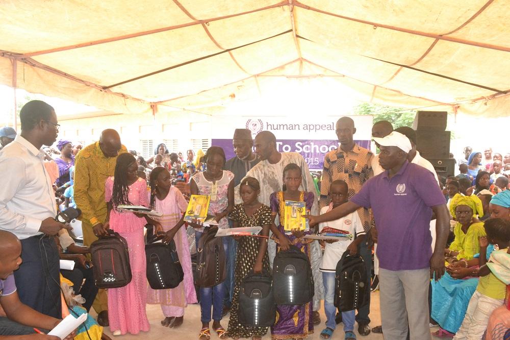 Yeumbeul : 303 kits en fournitures scolaires offerts aux potaches des écoles inondées