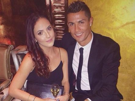 Cristiano Ronaldo démasqué au bras de sa nouvelle petite amie