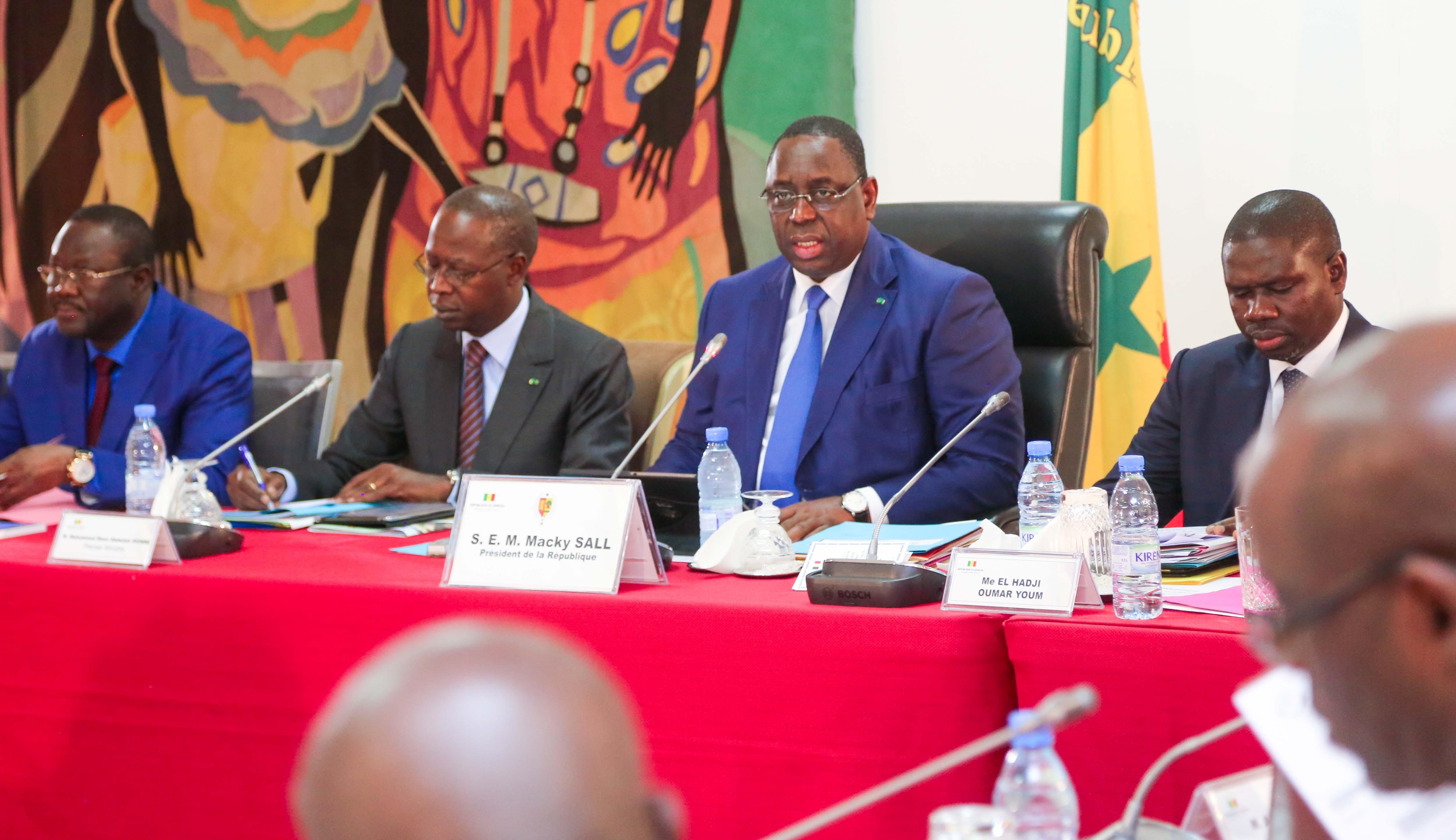 """Conseil des ministres : Macky Sall annonce des """"mesures exceptionnelles"""" pour une année scolaire sereine"""