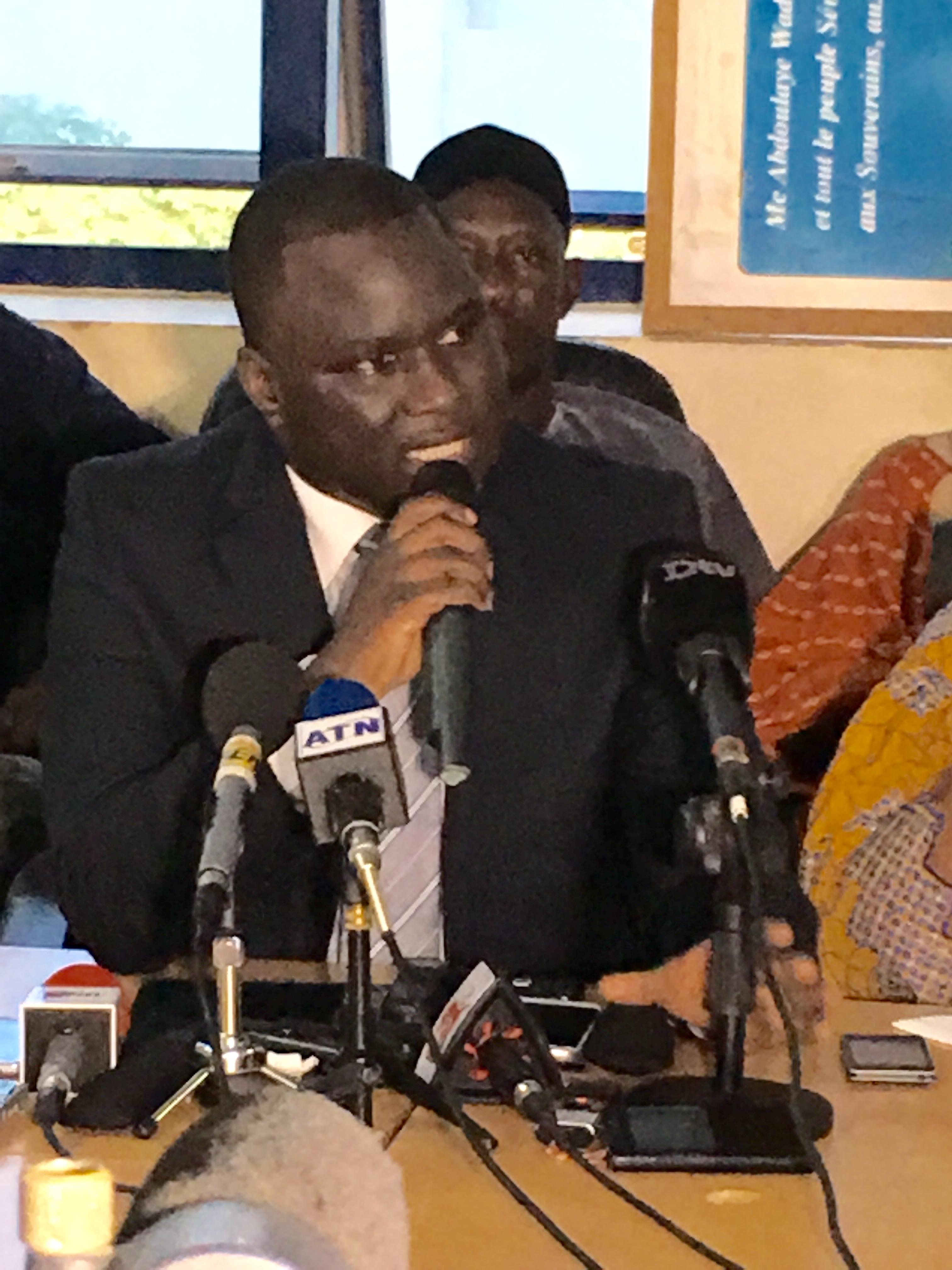 Face à la presse, le numéro 2 de Rewmi, Déthié Fall, rappelle la volonté de l'opposition de s'unir pour combattre Macky Sall