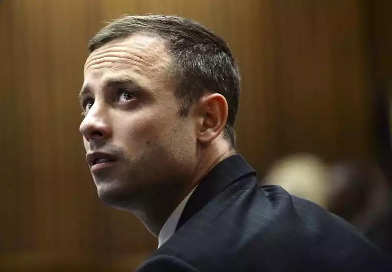Oscar Pistorius libéré et placé en résidence surveillée