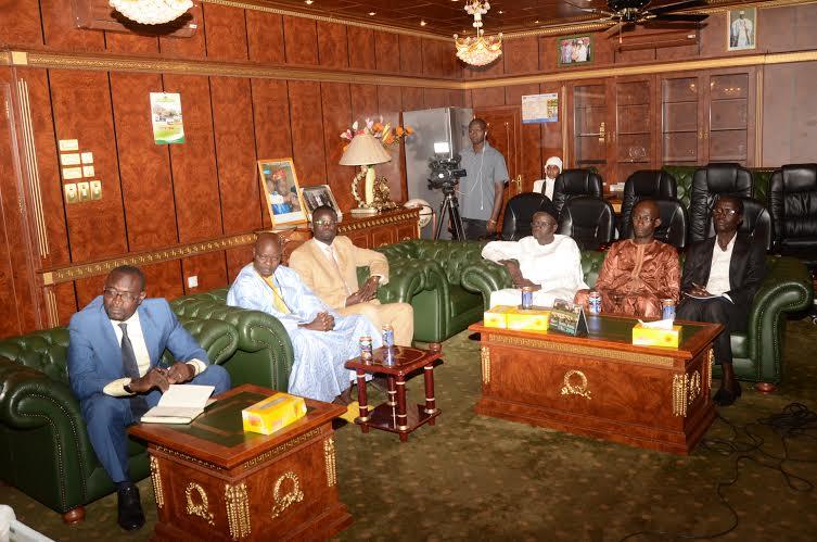 Yaya Jammeh lauréat du trophée « VIVA AFRICA » et d'Ambassadeur de la PLADH