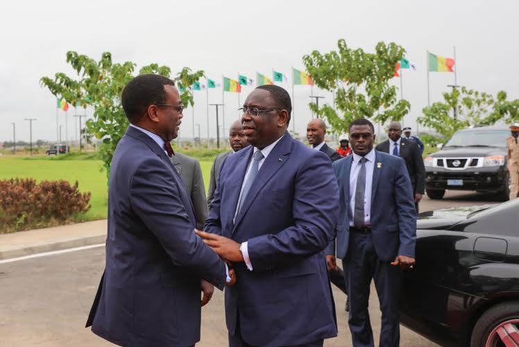 Le président Macky Sall élève le président de la BAD, Akinwumi Adesina, au rang de Grand officier de l'Ordre national du Lion