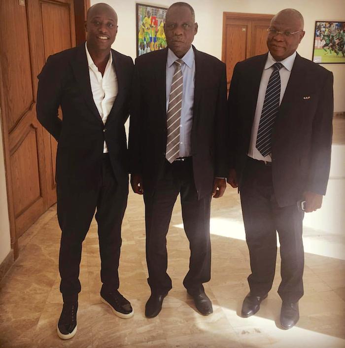 Prise de fonction de la Commission technique de la CAF au Caire : L'ancien international Sénégalais devenu Consultant Khalilou Fadiga pose avec Issa Hayatou