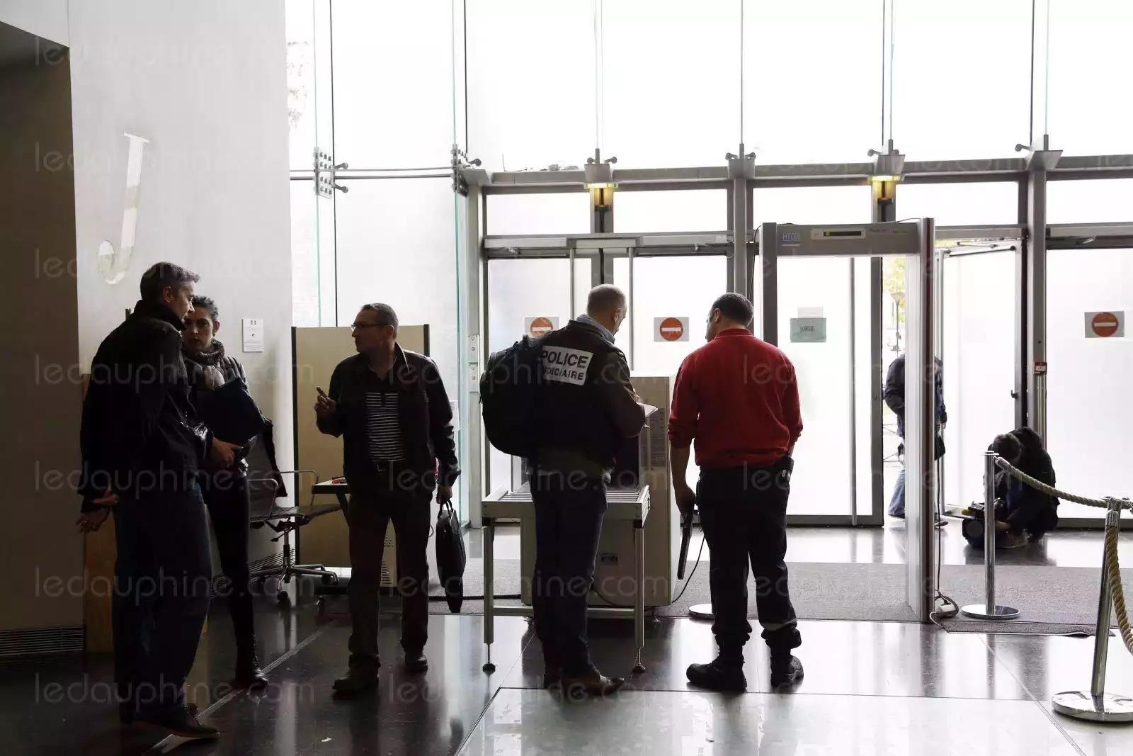 MELUN : Un avocat tire sur le bâtonnier en plein tribunal avant de se suicider