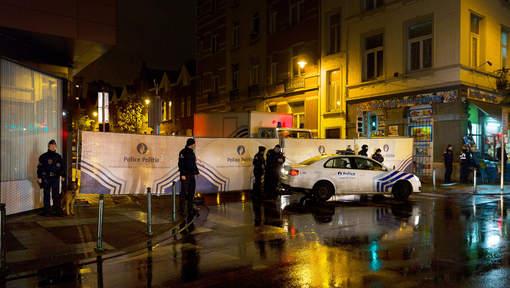 Cinq arrestations à Molenbeek, des kalachnikovs dans la Seat noire