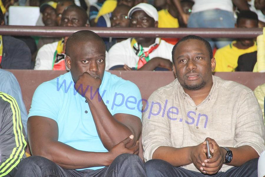 Les hommes d'affaires Elimane Lam et Aziz Ndiaye au stade pour supporter les Lions