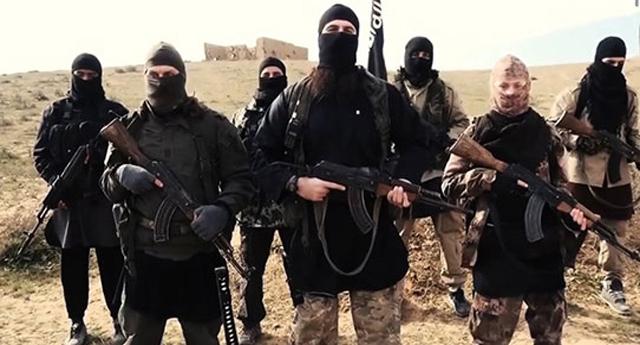 L'EI exécute deux otages, son fief en Syrie sous les bombes françaises et russes
