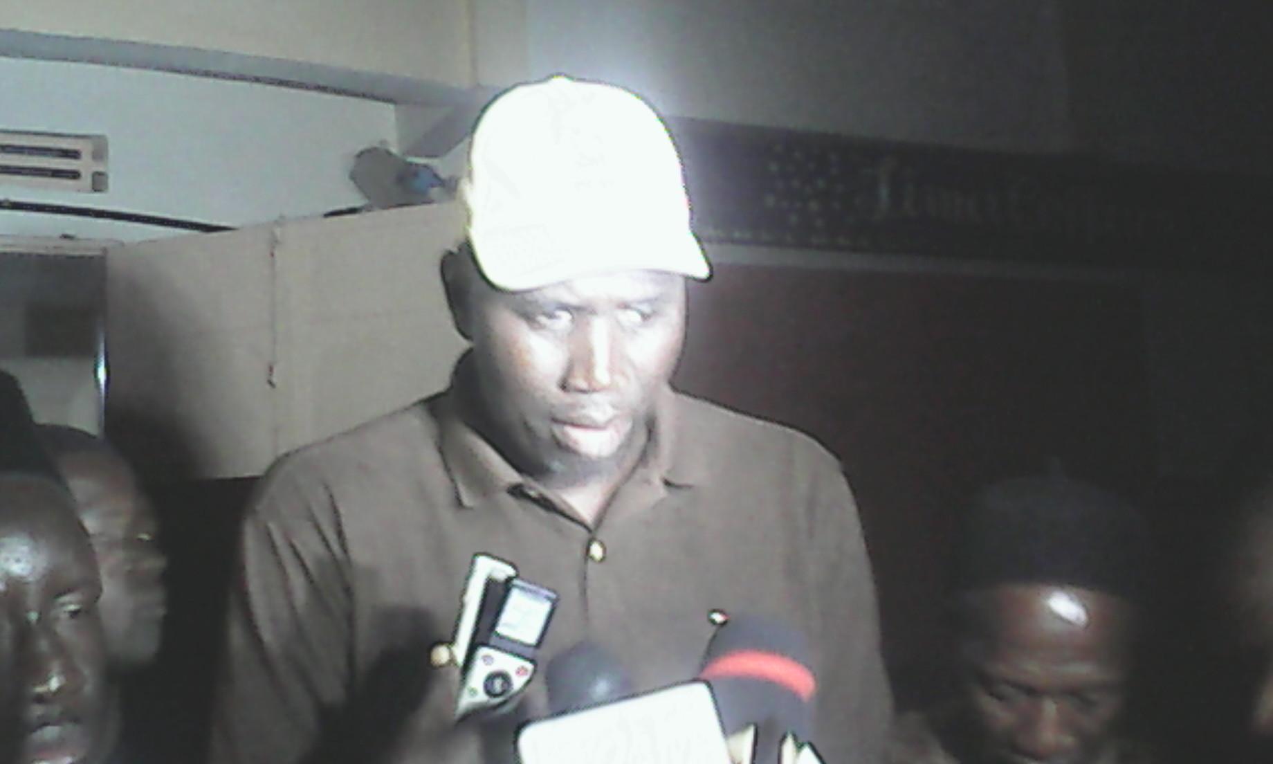 TOUBA : Un responsable du Pds file vers l'Apr et tape sur les Wade