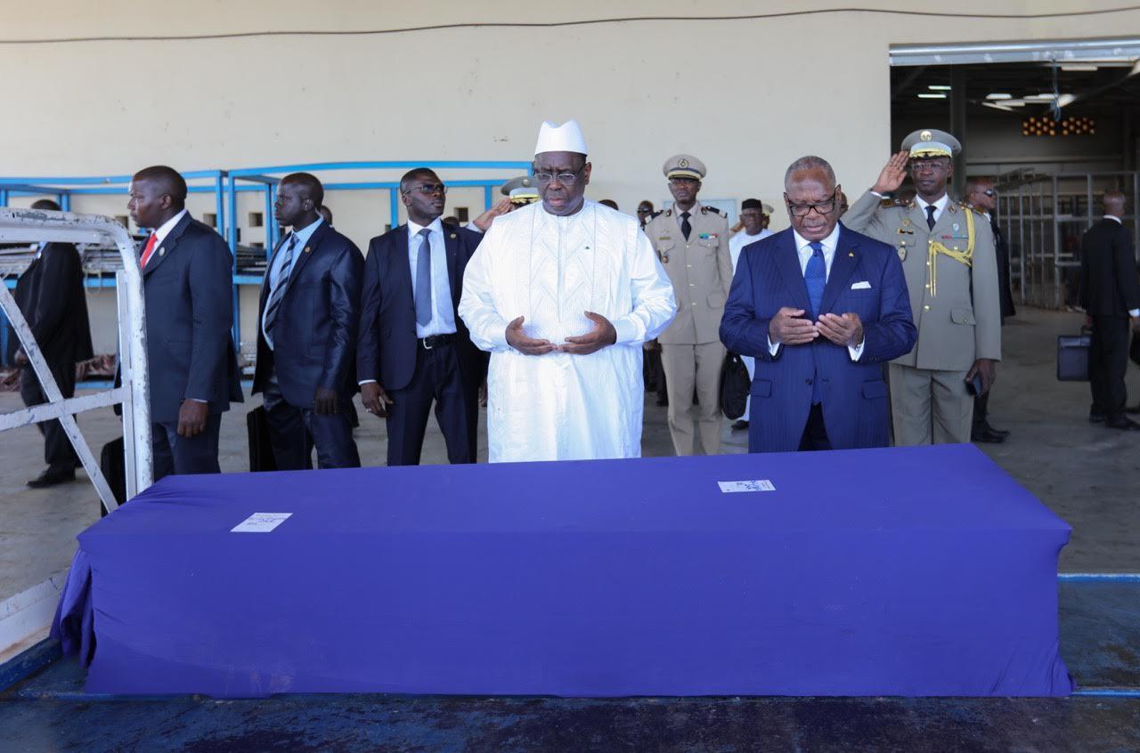 BAMAKO : Les Présidents Sall et Keïta s'inclinent devant le corps de Assane Sall, avant son rappatriement à Dakar