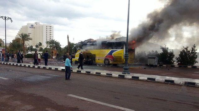 TUNISIE : Au moins 12 morts dans un attentat contre un bus de la garde présidentielle