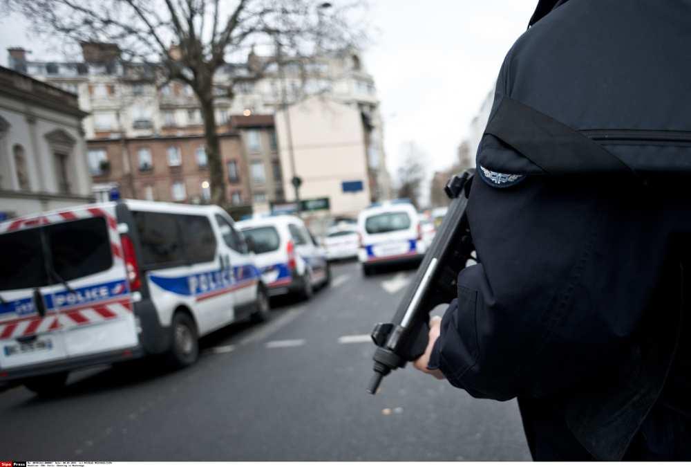 FRANCE : Plusieurs hommes armés retranchés avec des otages à Roubaix (mairie)