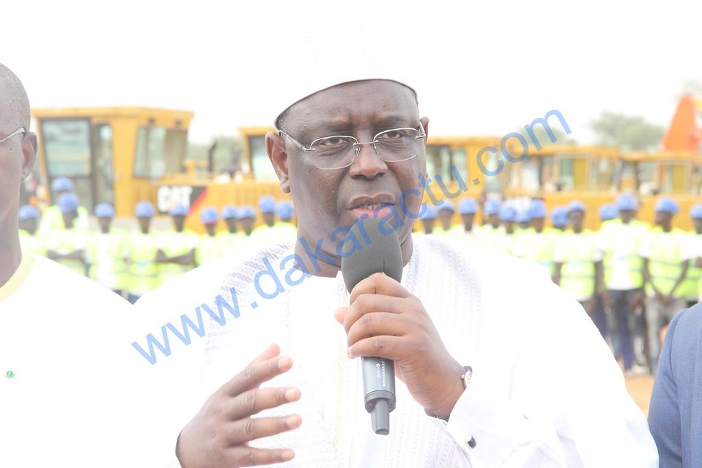 Macky Sall à Bambey : « Ce projet créera plus 6 000 emplois locaux (…) C'est un projet qui n'a jamais existé au Sénégal et avant la fin de 2016, les premiers tronçons seront livrés. Ce sont les premiers signes d'un Sénégal Emergent »
