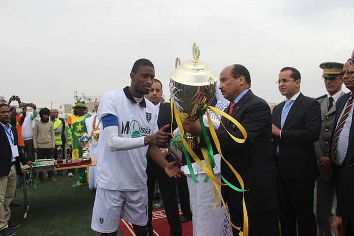 Le président mauritanien montre sa toute-puissance lors d'un match de football