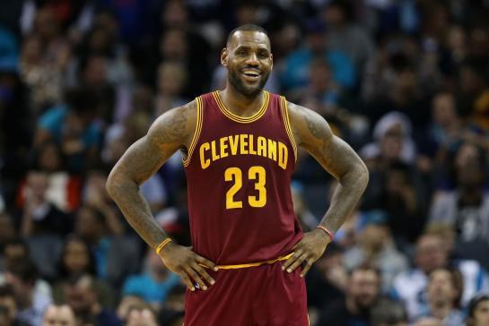 LeBron James signe avec Nike un contrat à vie (et sans doute record)