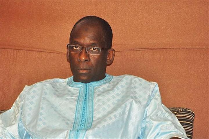 TIVAOUANE : Abdoulaye Diouf Sarr remet du matériel de nettoiement au Coskas