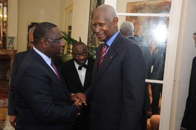 Pour lui permettre de se rendre à Saint-Louis, le président Macky Sall prête l'hélico présidentiel à Abdou Diouf
