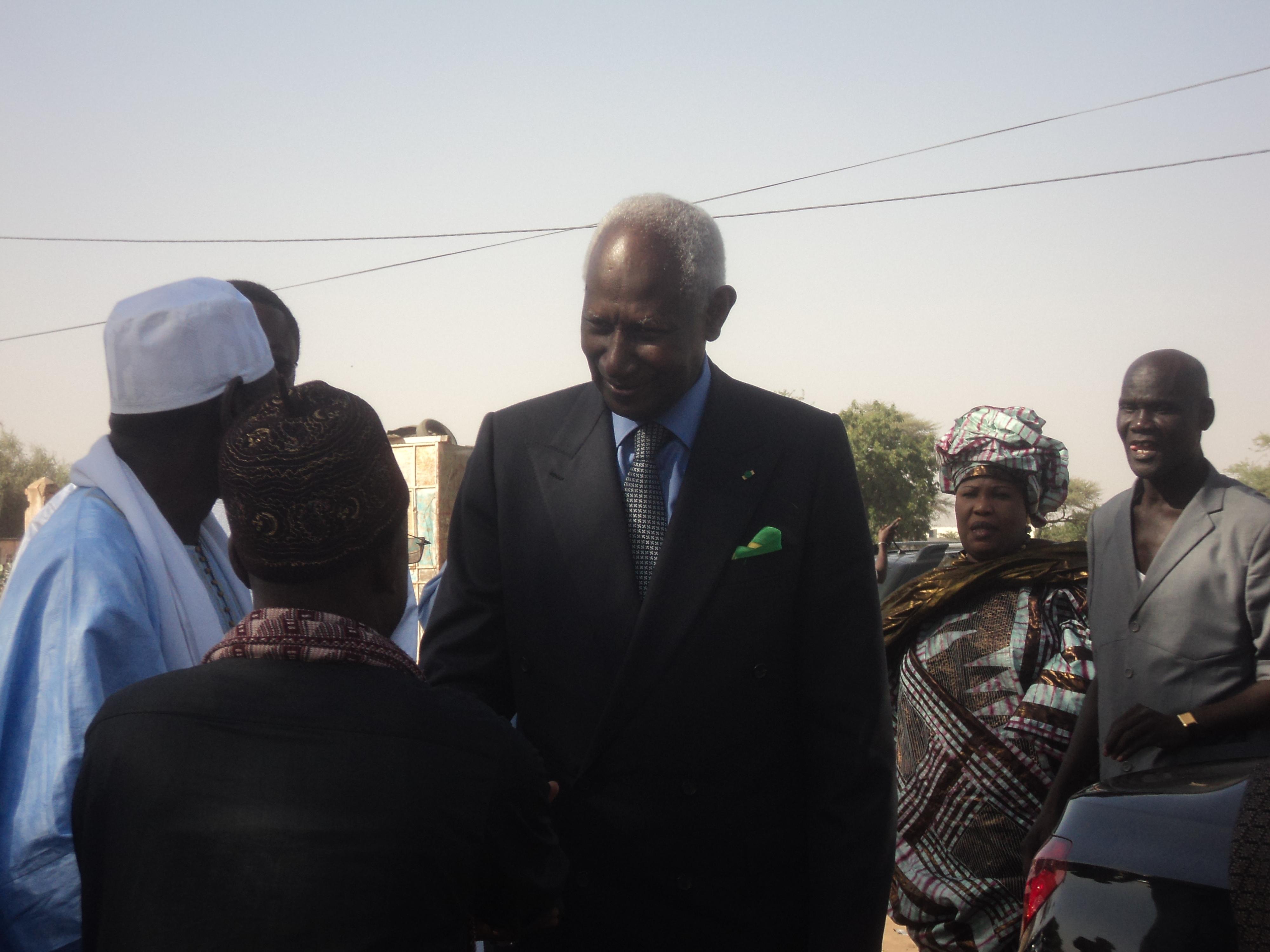 LOUGA : Abdou Diouf se recueille auprès des siens