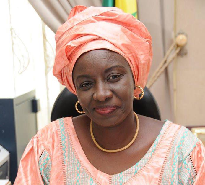 Arrestation de Oumar Sarr : Mimi Touré imperturbable et vaquant à ses occupations politiques