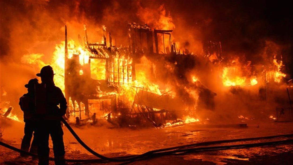 Un violent incendie a fait d'importants dégâts matériels à Gueth-Ardo