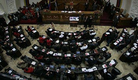 Les députés chavistes quittent le parlement à Caracas