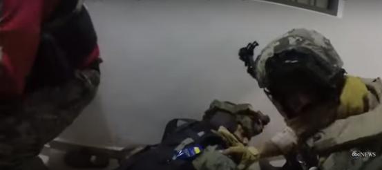"Le Mexique diffuse la vidéo spectaculaire de l'assaut dans la planque de Joaquin ""El Chapo"" Guzman"