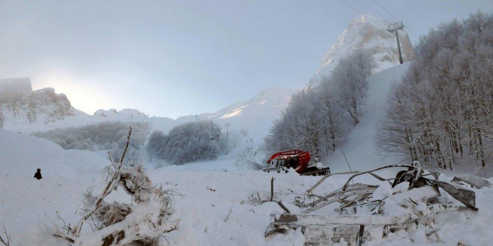 Une dizaine de lycéens et leur professeur emportés par une avalanche