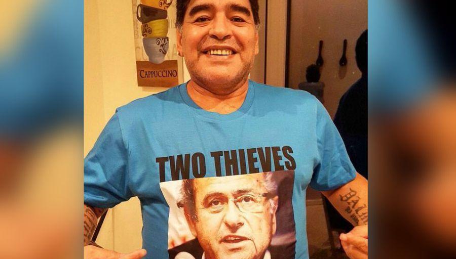 "Maradona épingle les ""deux voleurs"" Blatter et Platini"